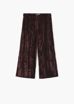 Mango velvet trousers http://shop.mango.com/GB/p0/woman/clothing/trousers/culottes/cropped-velvet-trousers?id=71075590_76&n=1&s=rebajas_she